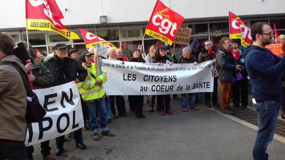 Usagers et syndicats des hôpitaux publics bretons ont interpellé le directeur de l'ARS Bretagne